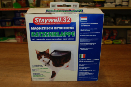 Staywell 32 Magnetically Operated Cat Flap With Tunnel for Hollow or Thick Doors